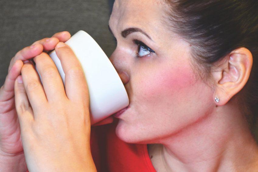 Vegane Milch trinken