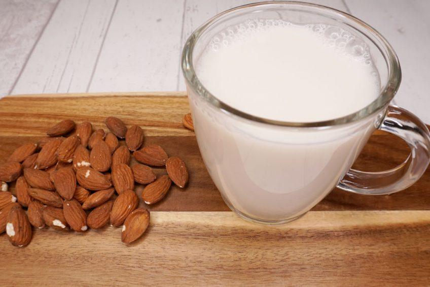 Mandelmilch pflanzliche Milch